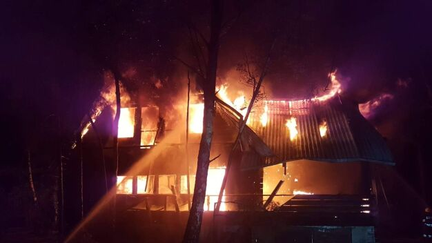 Spłonął drewniany dom. Nie żyje mężczyzna