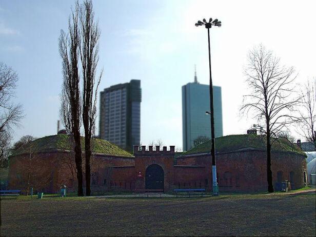 Zabytkowy fort przy Międzyparkowej Hiuppo /wikipedia CC BY SA