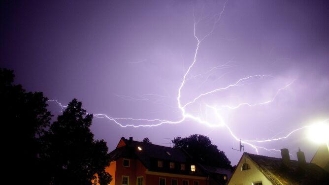 Intensywny deszcz i burze. <br />IMGW ostrzega