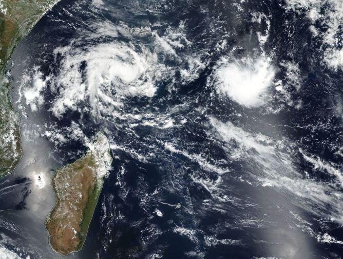 Zagrożenia u wybrzeży Madagaskaru (NASA Worldview)