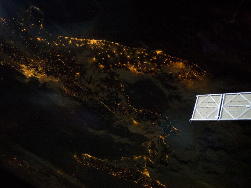 Rozświetlone Włochy okiem kamery z Międzynarodowej Stacji Kosmicznej